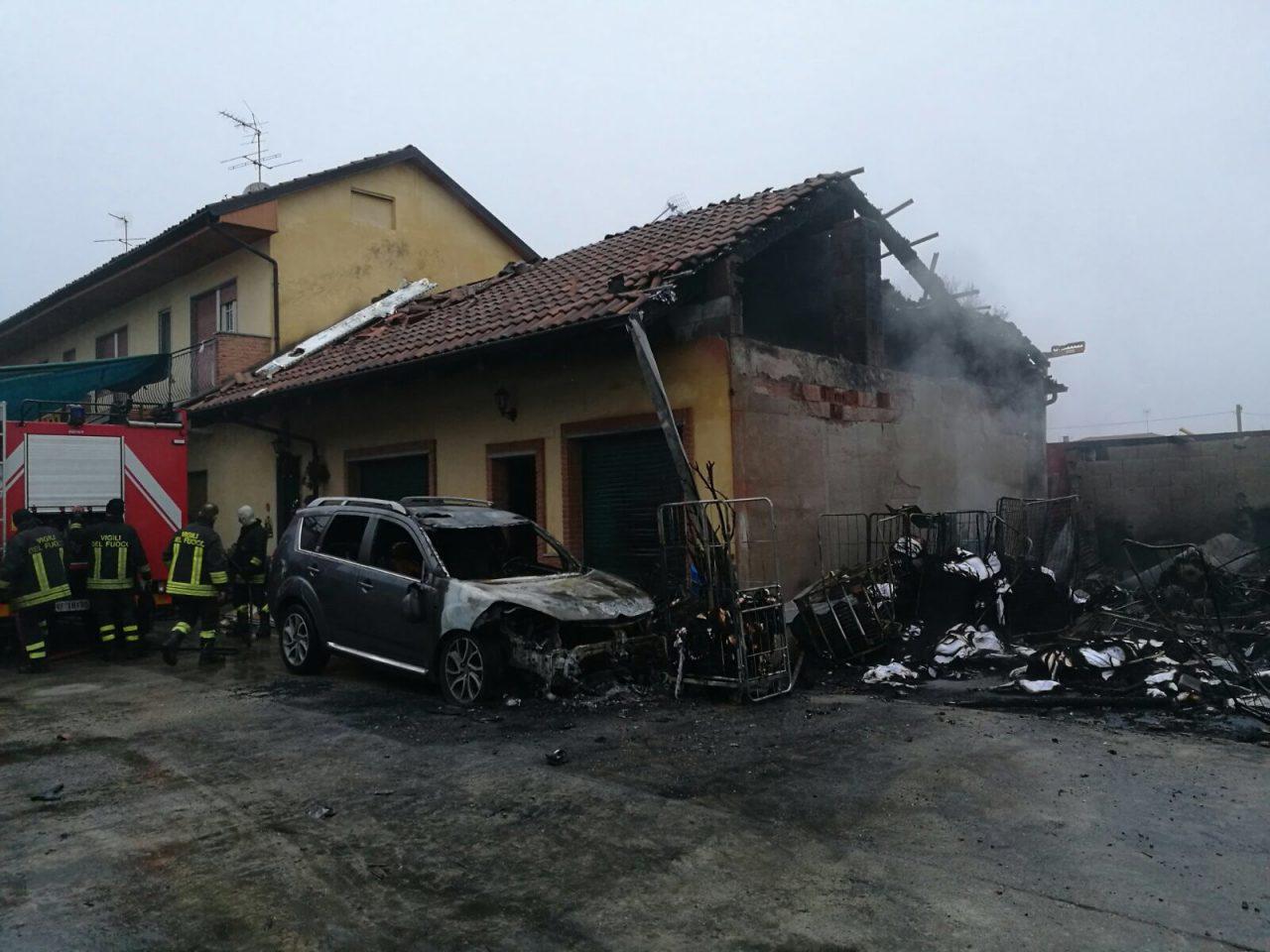 Incendio distrugge lavanderia industriale di Settimo Torinese.