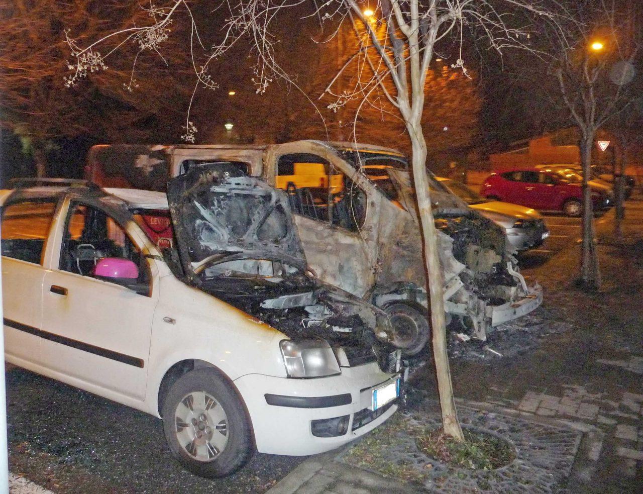 furgone in fiamme