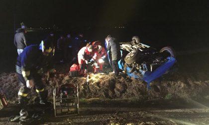 Grave incidente stradale auto ribaltata fuori strada I VIDEO