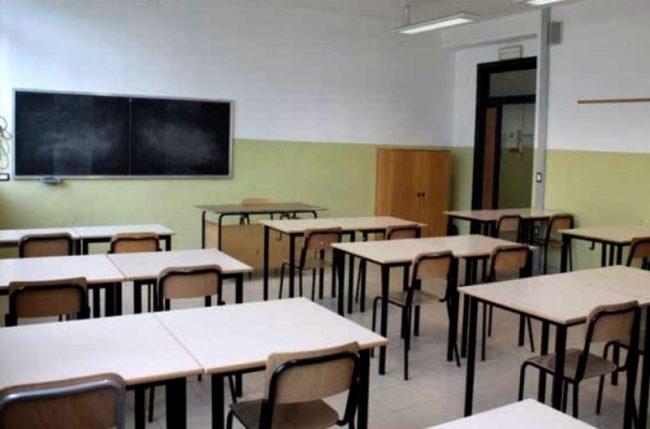 Cade controsoffitto a scuola nessun ferito