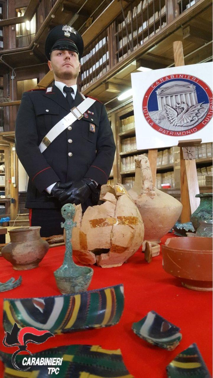 Corredo funerario di epoca romana recuperato dai Carabinieri
