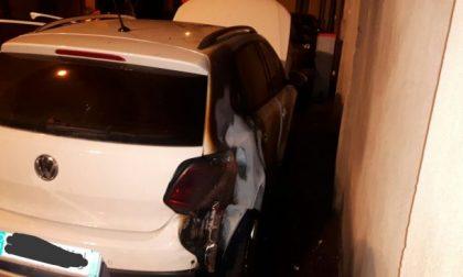 Due auto bruciate nella notte