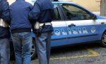 Ruba collanina e prende a calci i poliziotti