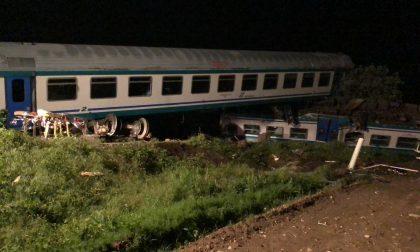 Treno deragliato al passaggio a livello di Caluso