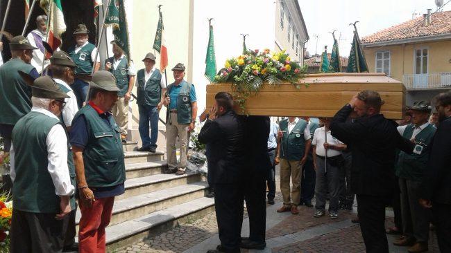 Morto nel canale, grande commozione per l&#8217&#x3B;ultimo saluto a Gabriele