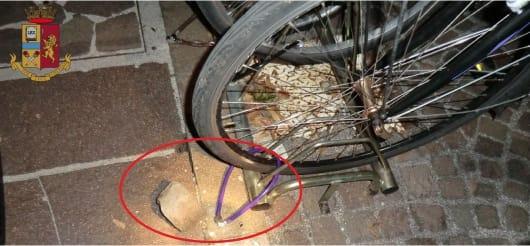 Scoperto mentre ruba le biciclette, scappa DENUNCIATO