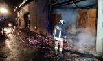 Grave incendio a Vische: chiusa la strada e fabbricati messi in sicurezza