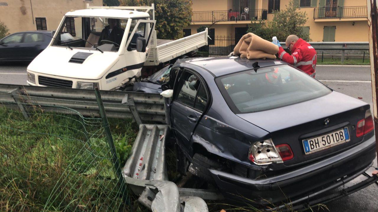 Incidente subito dopo il ponte Baley di Verolengo. Nello scontro coinvolto un furgone e un