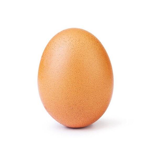 Cos&#8217&#x3B;è questa storia della foto dell&#8217&#x3B;uovo che ha stabilito il record mondiale di like su Instagram
