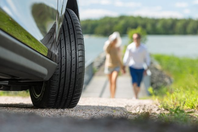 Guidare in sicurezza, verificare la pressione dei pneumatici