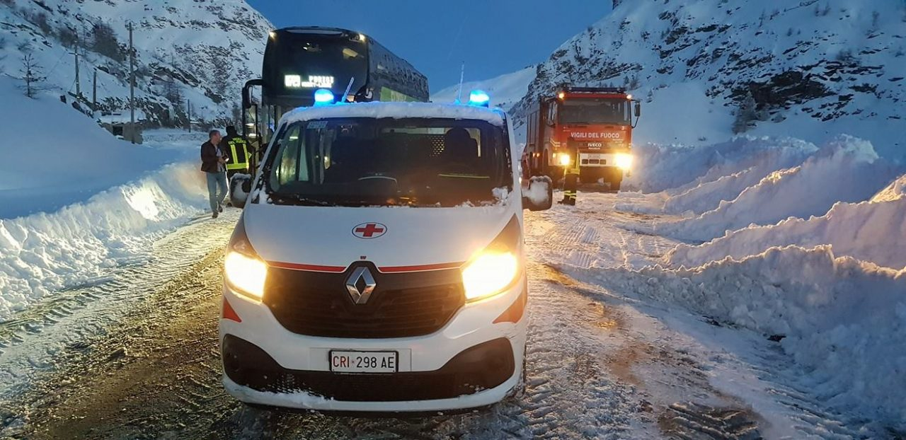 Autostrada chiusa per neve, pullman bloccato nella notte tra venerdì 1 e sabato 2 febbraio 2019. Il mezzo era diretto a Parigi, era partito da Torino.