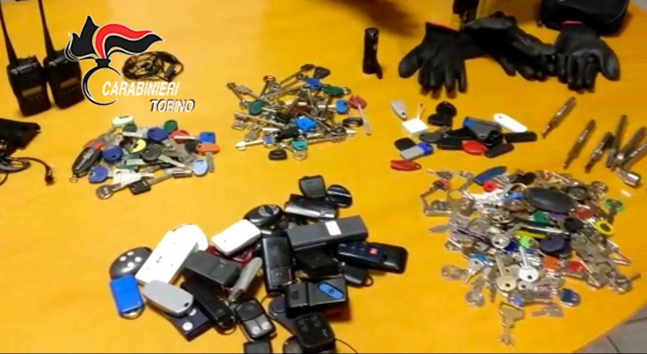 Sequestrati 220 mazzi di chiavi di alloggi svaligiati: una famiglia unita nel crimine