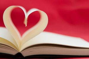 Domani è il 14 febbraio, la Festa degli Innamorati. Più di un regalo azzeccato servirebbero delle efficaci frasi d'amore per San Valentino.