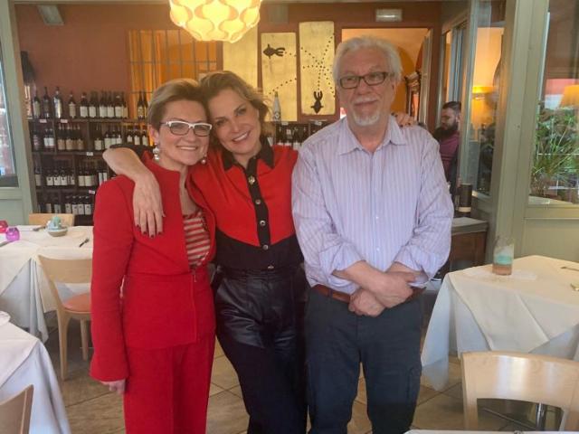 Simona Ventura torna nella sua Chivasso. Oggi, venerdì 15 marzo 2019, la vip chivassese ha degustato un ottimo pranzo a La Locanda del Sole di via Roma.