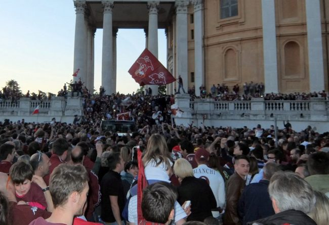 La Curva Maratona dice No al derby nel giorno dell'Anniversario di Superga. Proprio sabato 4 maggio, alle 15, è in calendario la partita Juventus contro Torino.