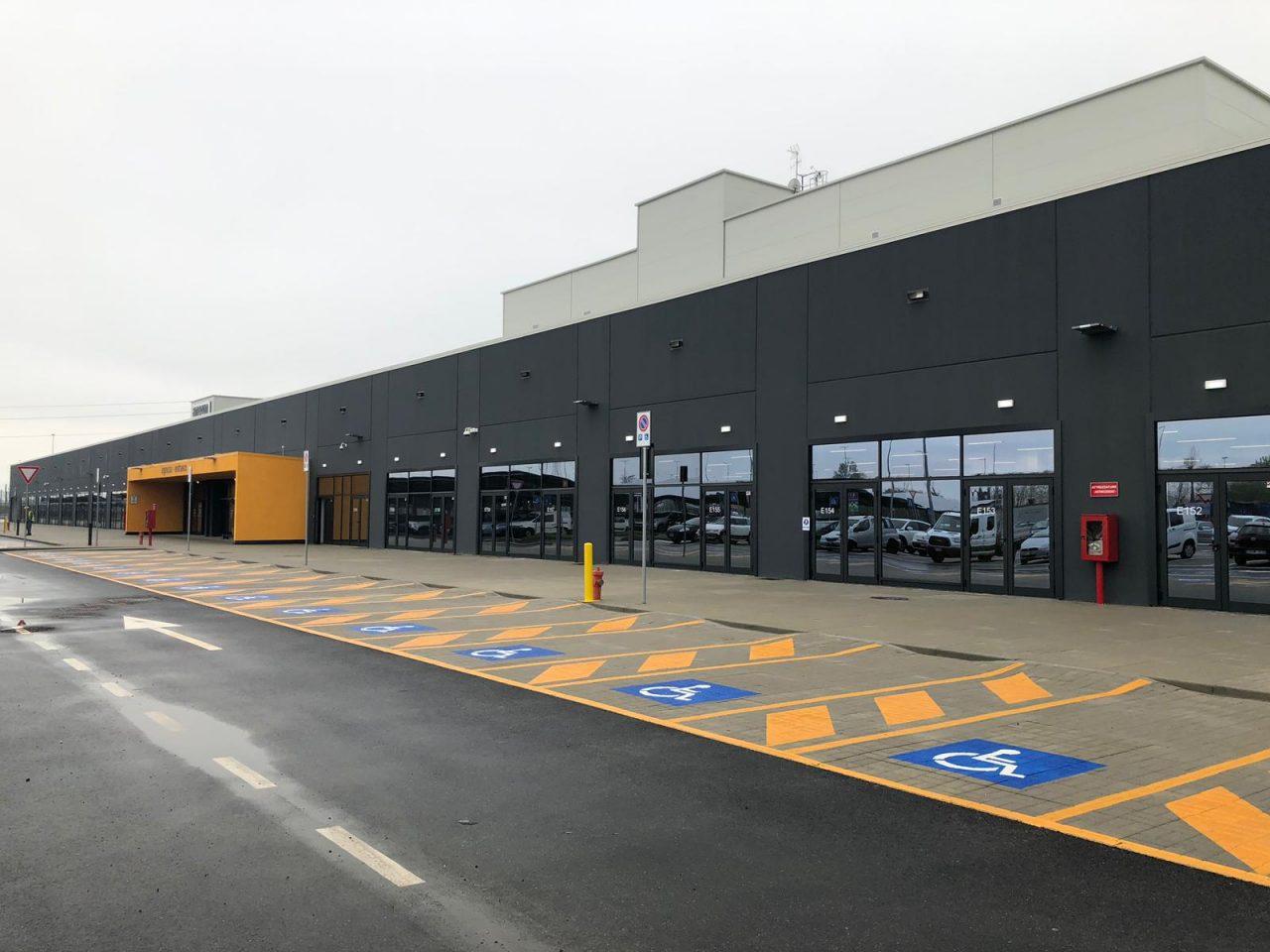 Inaugurato il nuovo polo logistico Amazon a Torrazza. Nella mattinata di oggi, giovedì 11 aprile 2019, è stato illustrato lo stato avanzamento dei lavori nel centro di distribuzione.