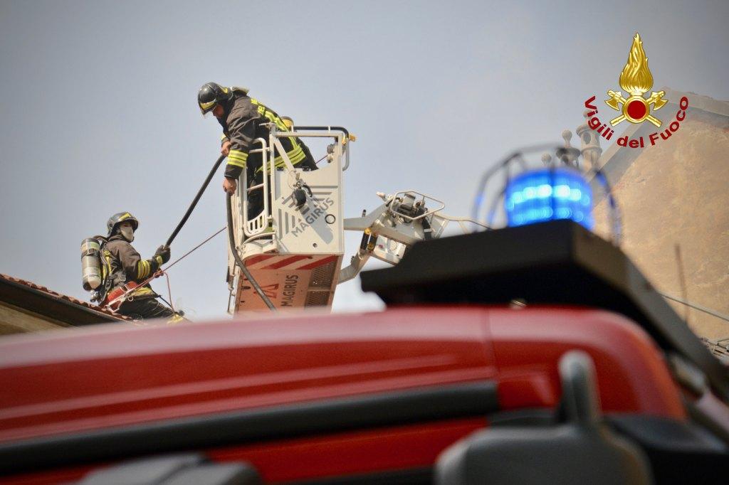 casa esplosa torino vigili del fuoco