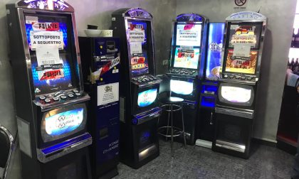 Slot machine illegali scoperte in un bar LE FOTO
