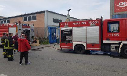 Incendio in una carrozzeria a Settimo: due intossicati