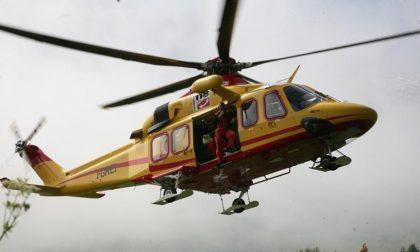 Bimbo cade in una condotta di aerazione profonda cinque metri