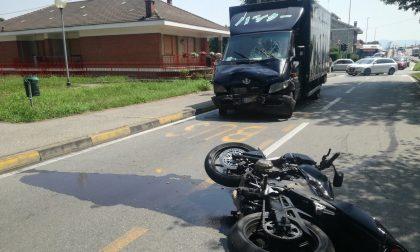 Ennesimo incidente stradale tra veicolo e moto in corso Piemonte a Settimo