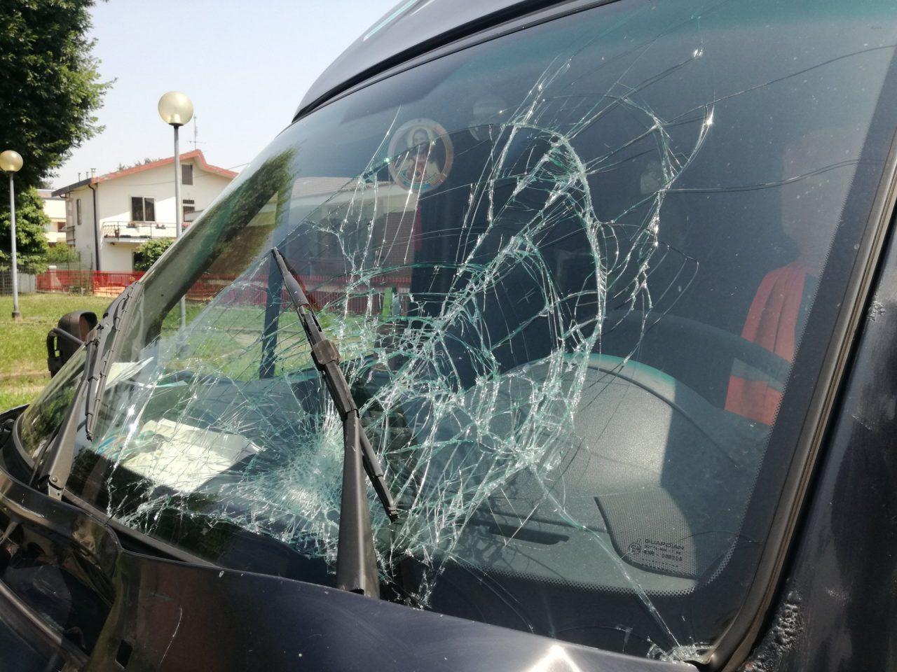 Incidente furgone contro moto in corso Piemonte a Settimo