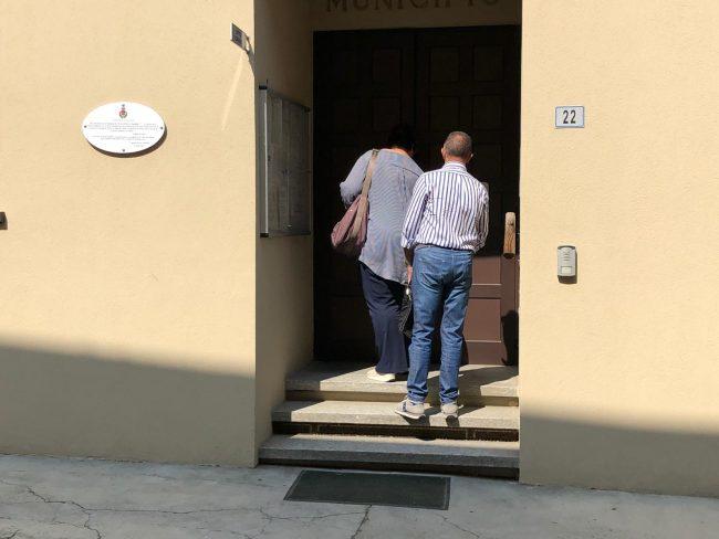 Carabinieri in comune a Lauriano, blitz all'anagrafe VIDEO e FOTO