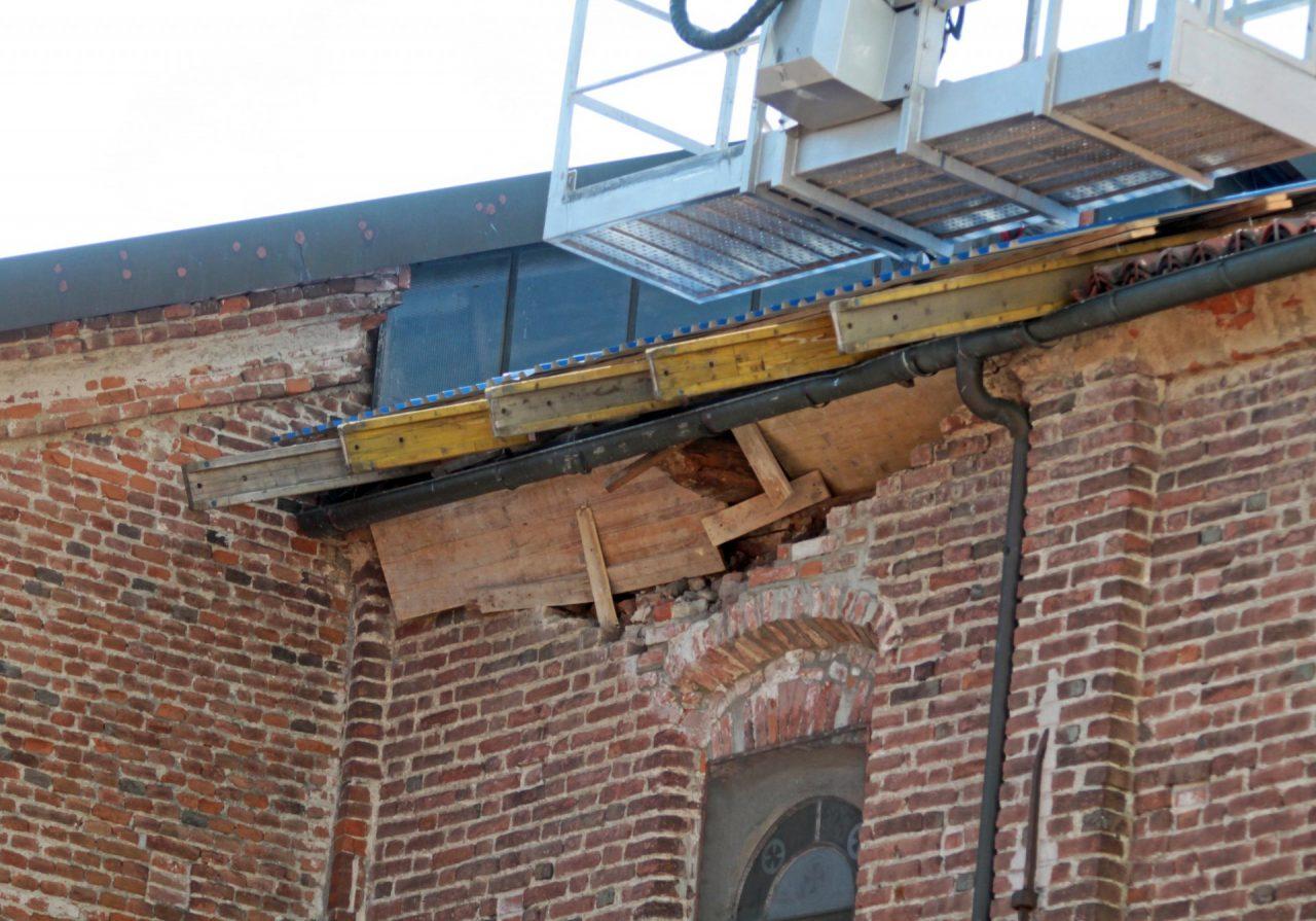 Crollo tetto San Pietro in Vincoli