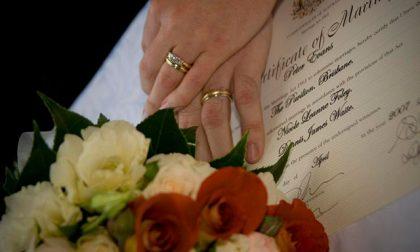 Regole matrimoni 2021, distanziamento e buffet solo se monodose