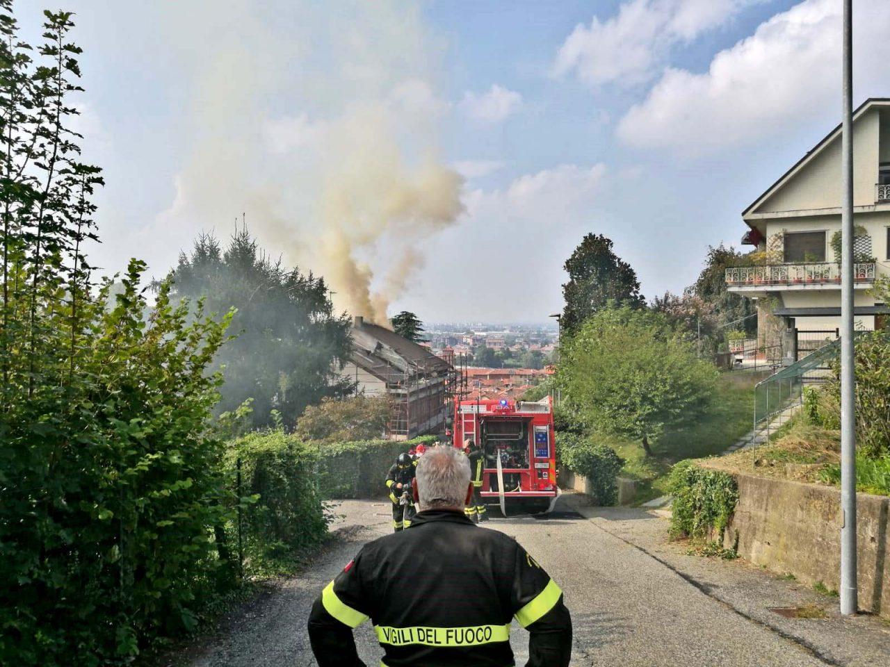 Incendio tetto San Mauro Torinese vigili del fuoco
