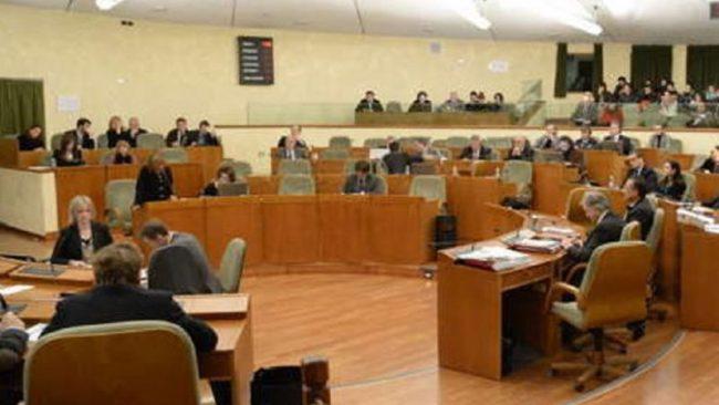 Taglio dei vitalizi, approvato dal consiglio regionale del Piemonte