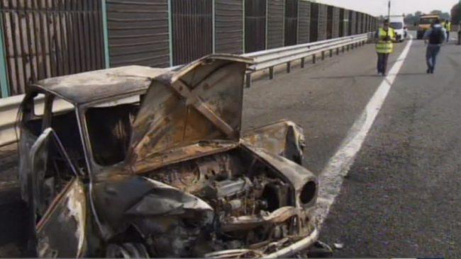 Dopo lo scontro auto prende fuoco: muoiono papà e figlia sulla Torino-Pinerolo VIDEO