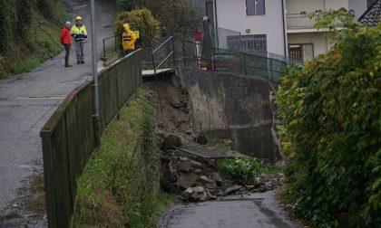 Frana in collina per il maltempo: strada chiusa e soccorsi in corso
