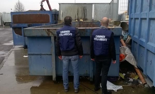 Smaltimento rifiuti, perquisizioni dei carabinieri negli stabilimenti
