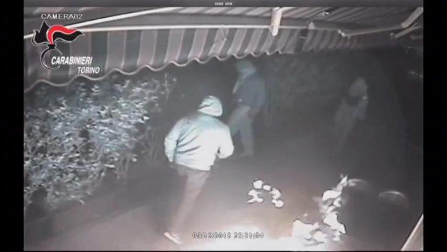 Raid incendiario contro un ristorante, tre persone indagate