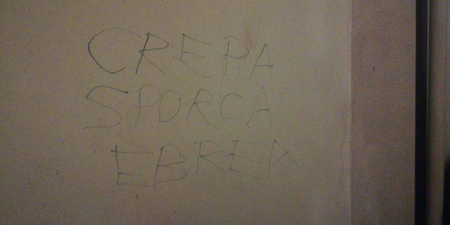 """Scritta shock sul muro di casa: """"Crepa sporca ebrea"""""""