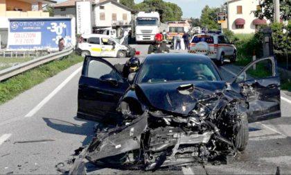 Frontale fra Porsche e Panda delle Poste: muore portalettere di 41 anni investita da genero dei Benetton
