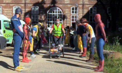 Covid, supereroi della Marvel a Torino per ringraziare i volontari LE FOTO