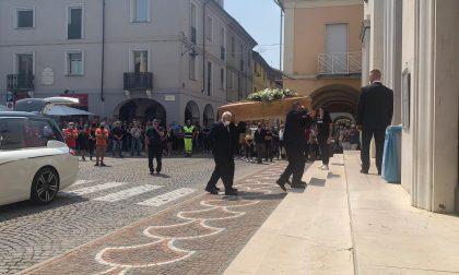 Morto a 46 anni Angelo Schittino: una folla commossa ai funerali IL VIDEO