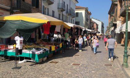 Mercato di Chivasso, da domani tornano i banchi non alimentari al mercato