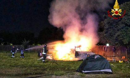 Incendio in un camper in piazza D'Armi LE FOTO