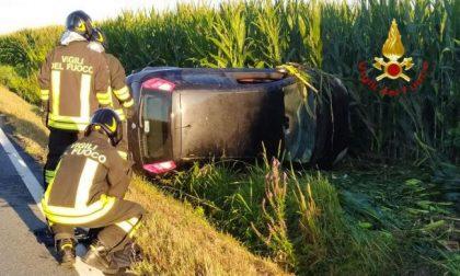 Auto si ribalta tra Tronzano e Cigliano: un ferito