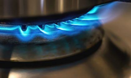 Stacca il gas e minaccia moglie e figlio: era ossessionato dalle bollette