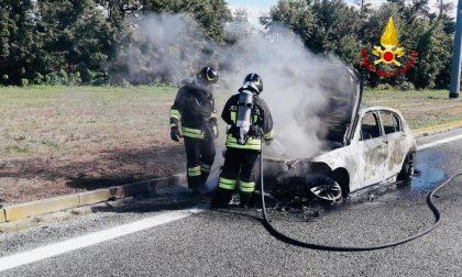 Incendio auto lungo l'autostrada A4 Torino Milano