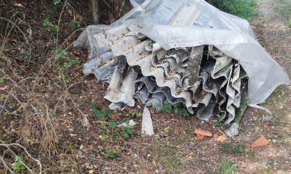 Lastre d'amianto abbandonate in campagna