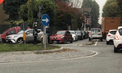 Caos tamponi a Chivasso, chiusa la strada da via Po a piazzale Libertini