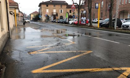 Via Odetti allagata, c'è una perdita dell'acquedotto