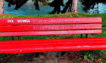 Vandalizzata la panchina rossa, in ricordo delle donne vittime di violenza
