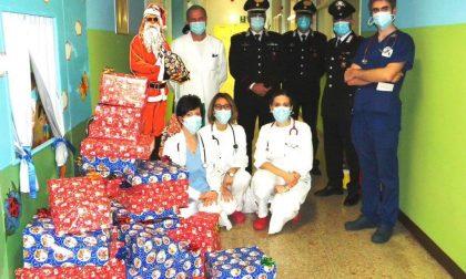 Babbo Natale dei carabinieri porta doni ai bimbi in ospedale