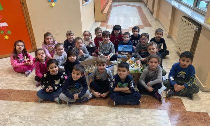 Il grande cuore dei bimbi per la Caritas e gli animali soli LE FOTO